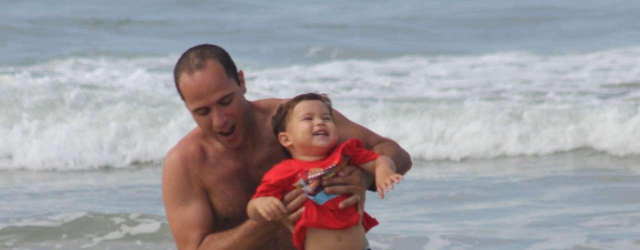 27 de abril Os termômetros marcaram 28ºC no início da tarde, o que animou muita gente a se deslocar até os principais balneários de Florianópolis