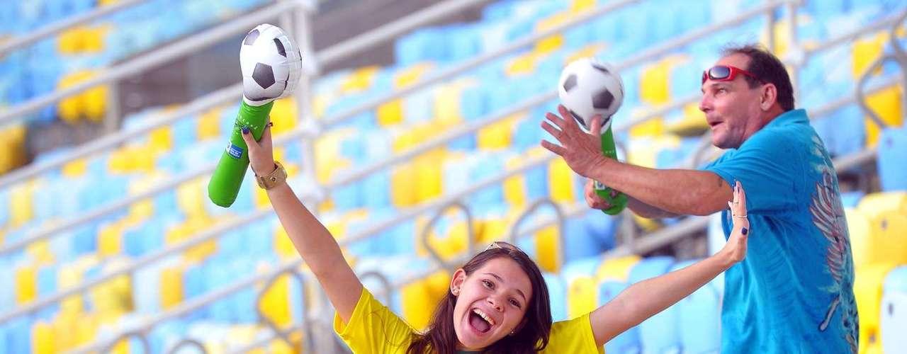 Crianças também chegaram empolgadas para ver o jogo entre amigos do Bebeto e amigos do Ronaldo