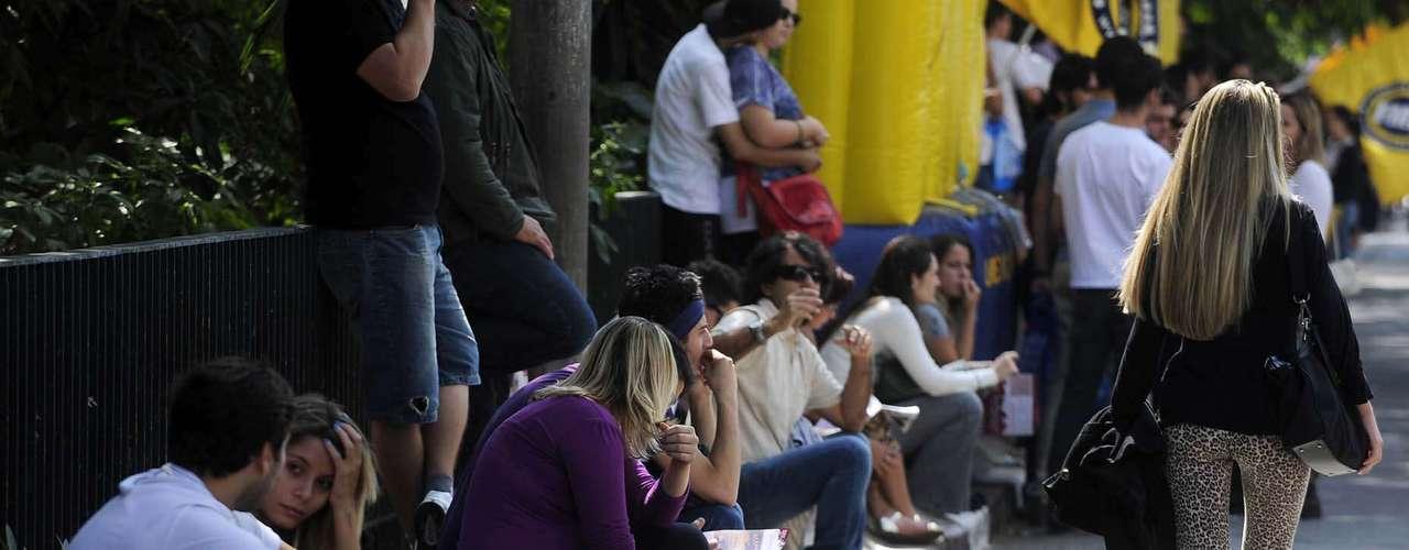 Atraso, correria, beijo de boa sorte, superação e muita sujeira marcaram o domingo de provas do Exame da Ordem dos Advogados do Brasil (OAB) neste domingo na Universidade Nove de Julho (Uninove), em São Paulo