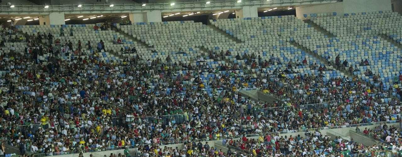 Torcida conseguiu lotar pelo menos a parte que estava aberta ao público no Maracanã