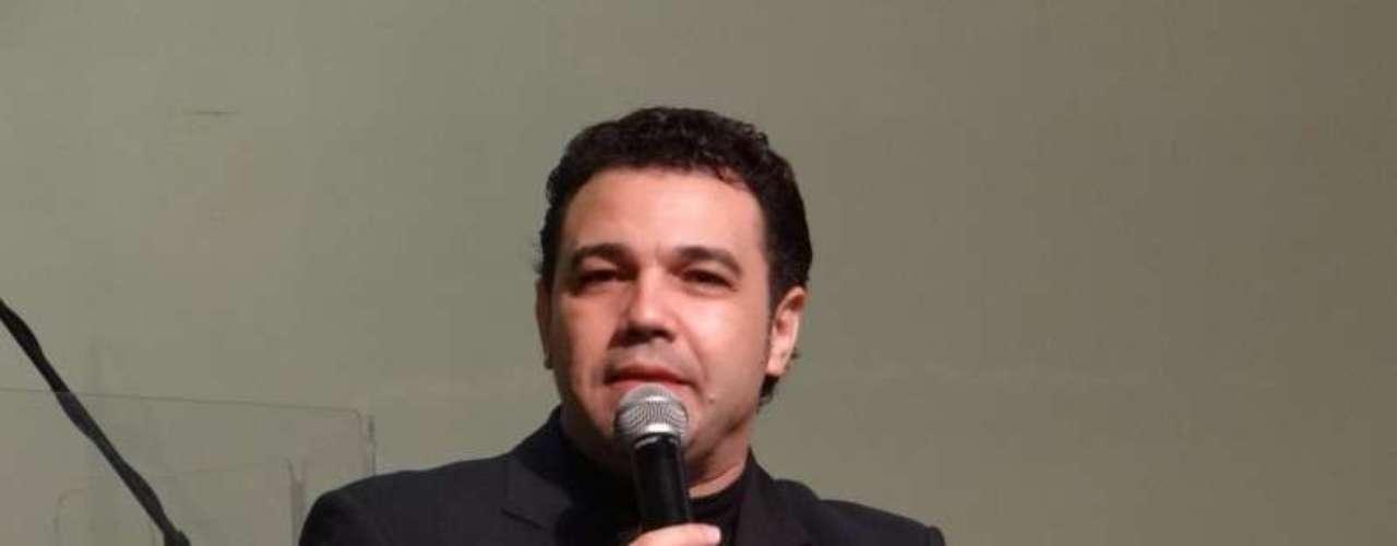 O deputado Marco Feliciano (PSC-SP), que preside a Comissão de Direitos Humanos e Minorias da Câmara desde março de 2013, é um pastor da igreja Assembleia de Deus. Causou polêmica em 2011, quando publicou declarações polêmicas em seu Twitter sobre africanos e homossexuais. Em função das mensagens homofóbicas e racistas, é alvo de protestos desde que foi indicado para o cargo na comissão.Em sua trajetória como pastor,chegou a ser denunciado por estelionato pelo procurador-geral da República, Roberto Gurgel, em 2009. O processo foi remetido ao STFem razão do foro privilegiado. A defesa nega a acusação
