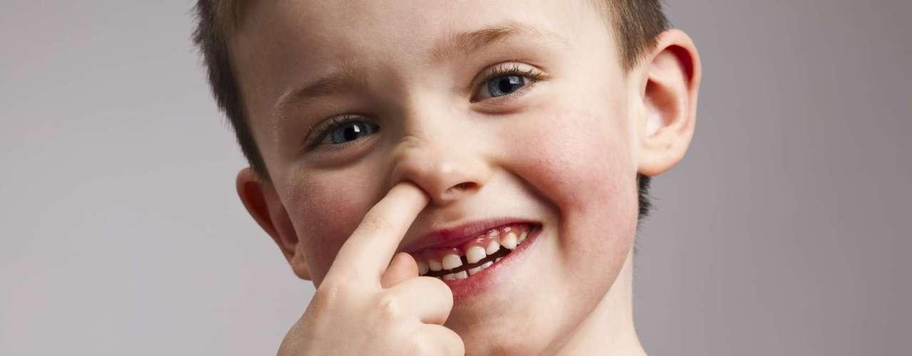 Cutucar o nariz: segundo Scott Napper, professor de bioquímica da Universidade de Saskatchewan, comer o muco do nariz pode estimular o sistema imunológico por meio de pequenas e inofensivas quantidades de germes no corpo. Para ele, o excesso de higiene tem levado ao aumento de alergias e doenças autoimunes