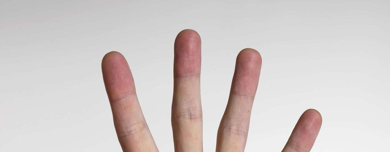 Estalar os dedos: um estudo feito por cinco anos analisou pessoas que estalam os dedos e descobriu que suas juntas são tão saudáveis quanto as que não o fazem. A articulação tende a ficar mais confortável depois do estalo porque elas se estendem e atingem um grau maior de movimento