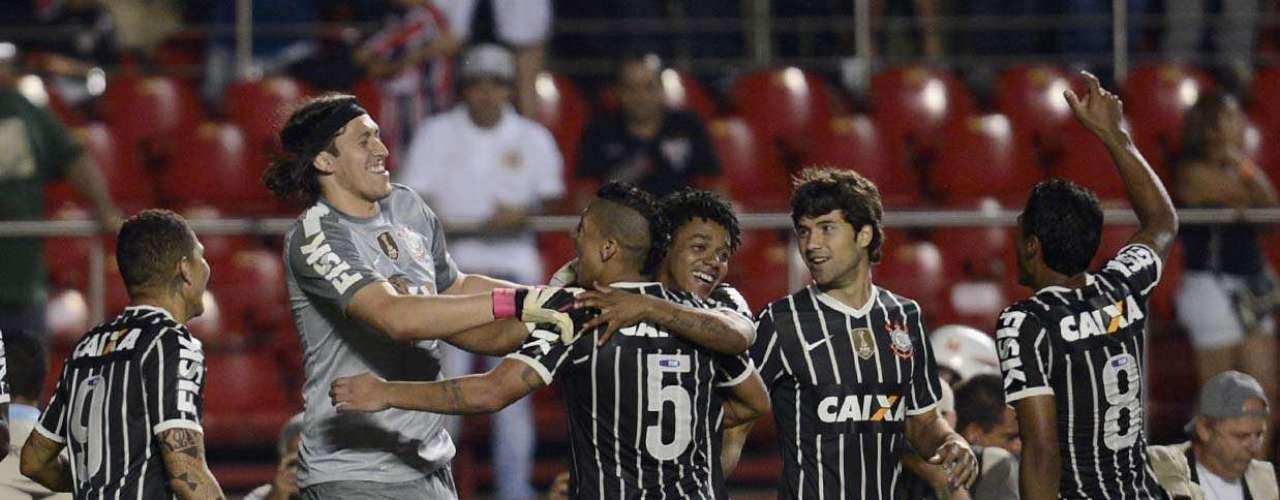 Corintianos festejam classificação à final do Campeonato Paulista