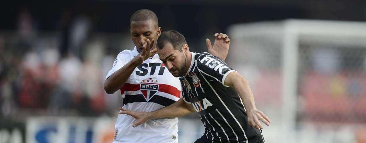 Paulo Miranda chega firme na marcação de Danilo