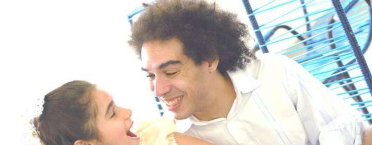 Peu Sousa ao lado da filha, Ananda