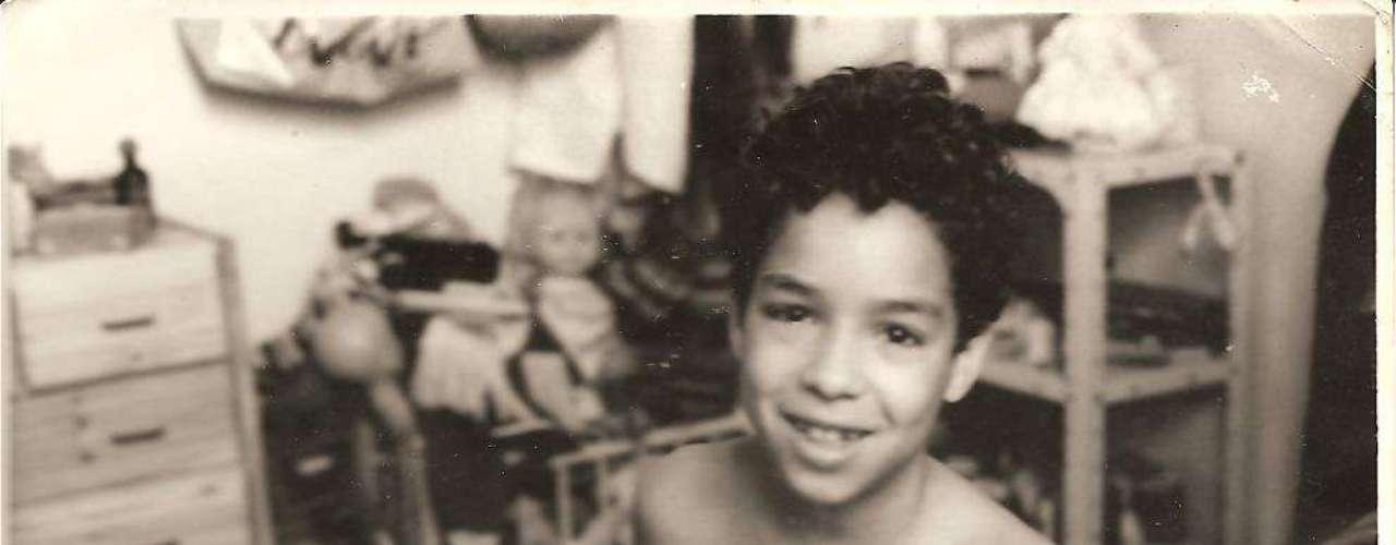 Peu Sousa na infância, em foto postada por sua mãe, Janete