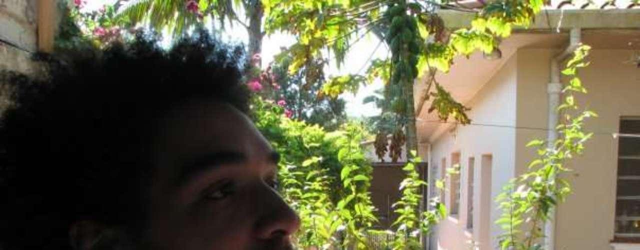 Peu Sousa é filho adotivo do cantor Galvão, integrante do Novos Baianos