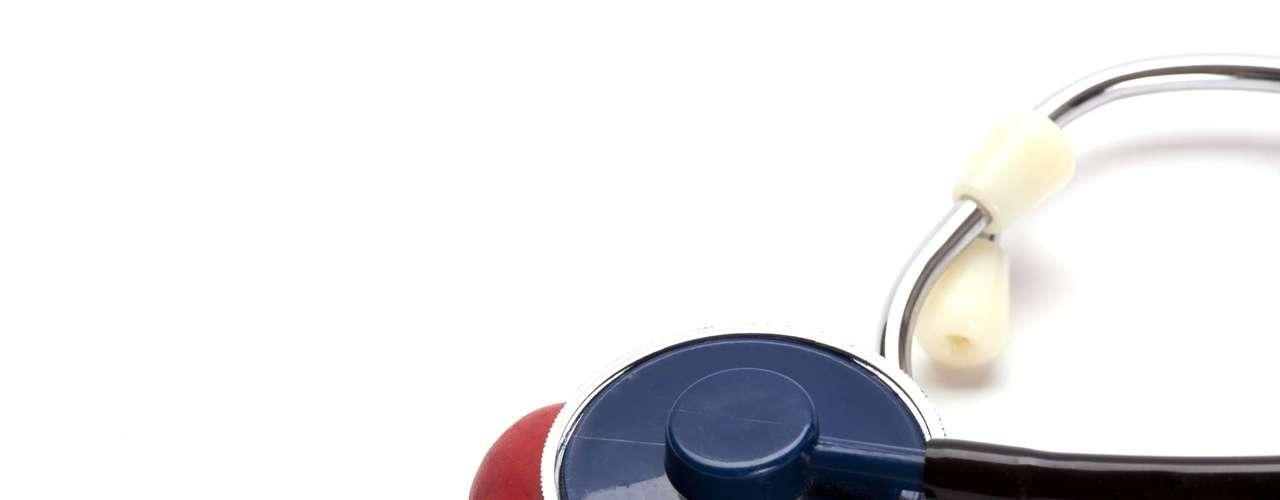 Saúde do coração Oleaginosas, como amêndoas, avelãs, amendoim, castanha-do-pará, nozes e castanha de caju, podem desempenhar um papel na redução do risco de doença cardíaca, de acordo com uma revisão da Universidade de Harvard, nos Estados Unidos. Isso porque ajudam a reduzir o colesterol e ainda incorporam doses de gorduras monoinsaturadas e poli-insaturadas, saudáveis para o coração, e fibra, que tem um efeito protetor do órgão