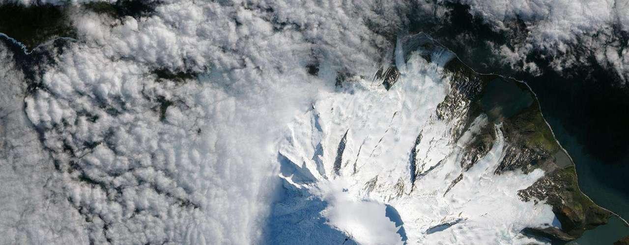 A erupção do Pico Mawson, na Ilha Heard, foi registrada por um satélite da Nasa depois que foram registrados sinais que indicavam atividade vulcânica na remota ilha