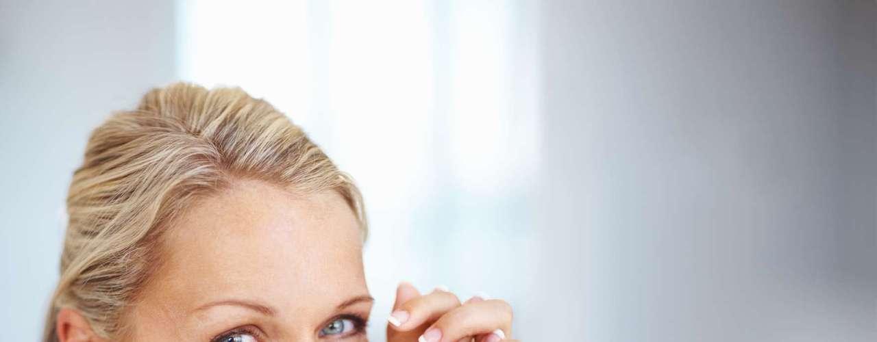 Na maioria dos casos, a atrofia vaginal é decorrente da queda hormonal estrogênica passados os anos da menopausa, mas pode-se encontrá-la em alguns casos de tratamentos radioterápicos e medicamentosos, por exemplo