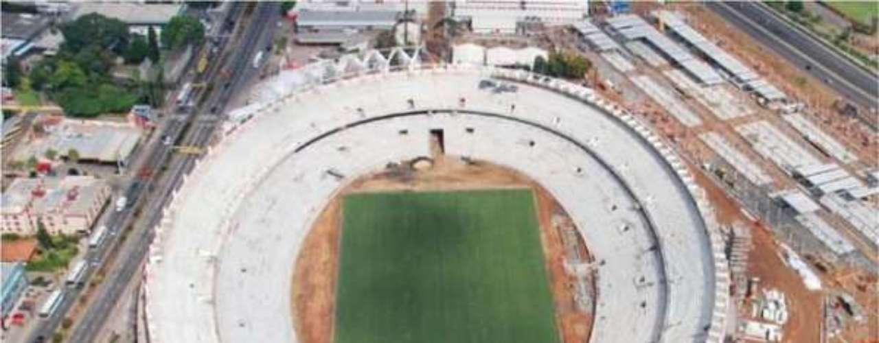 Maio de 2013: Beira-Rio mantém obras de reforma para a Copa do Mundo de 2014