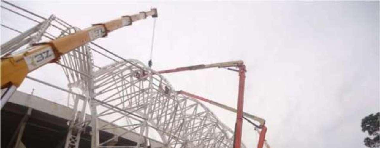 Maio de 2013: Estádio do Internacional foi fechado neste ano para poder acelerar nas obras