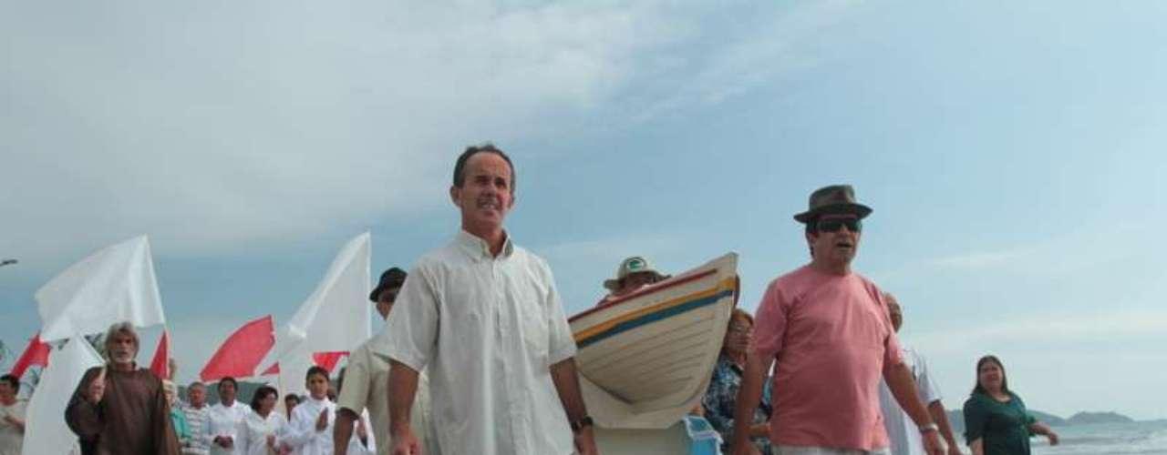Missa realizada por pescadores, moradores e turistasno último domingoem Bombinhas,na região do Vale do Itajaí (SC) celebrou início da pesca de tainha