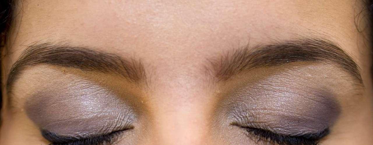 Complete o make dos olhos com máscara para cílios