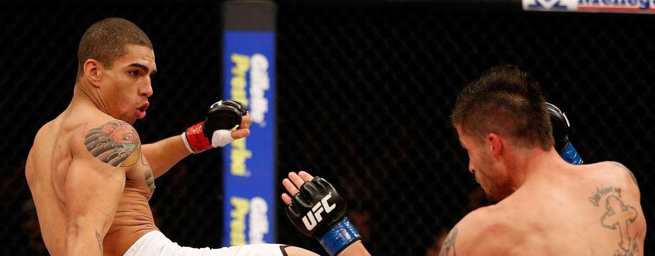Na luta que abriu o evento em Santa Catarina, Lucas Mineiro nocauteou o americano Jeremy Larsen no terceiro round