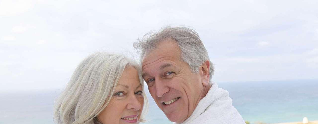 3- Resorts de nudismo são frequentados apenas por pessoas idosas:a mente vai direto para uma cena com avós sentados ao redor de uma jacuzzi reunidos com amigos da mesma idade, que conversam sobre os tempos de juventude e vantagens da aposentadoria.