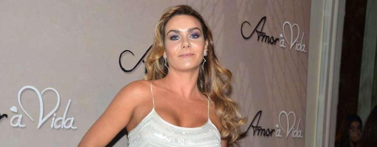Luize Antenhoffen foi a um buffet, em São Paulo, para o lançamento oficial da nova trama das 21h, 'Amor à Vida'