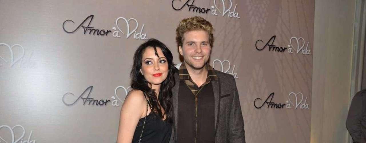 Thiago Fragoso foi a um buffet, em São Paulo, para o lançamento oficial da nova trama das 21h, 'Amor à Vida'