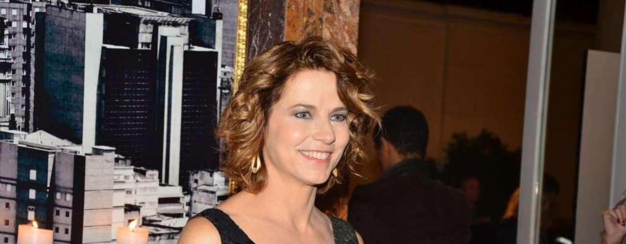 Vera Zimmermann foi a um buffet, em São Paulo, para o lançamento oficial da nova trama das 21h, 'Amor à Vida'