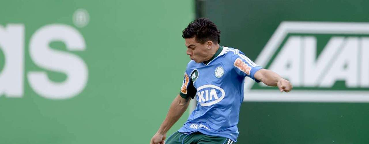 Ayrton (Palmeiras) Além de Maikon Leite e Maurício Ramos, Ayrton, atual dono da lateral direita palmeirense, poderia compor o \