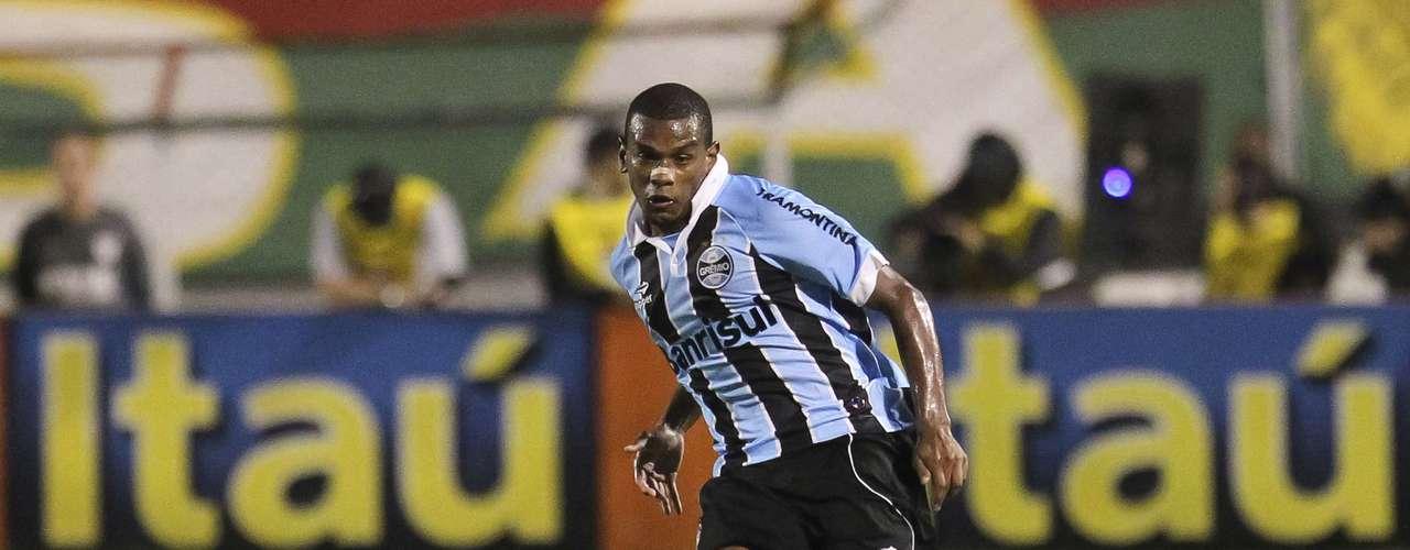 Fernando (Grêmio) O volante gremista, convocado para a Seleção Brasileira que disputa a Copa das Confederações, vai reforçar o Shakhtar Donestk, da Ucrânia, no segundo semestre.
