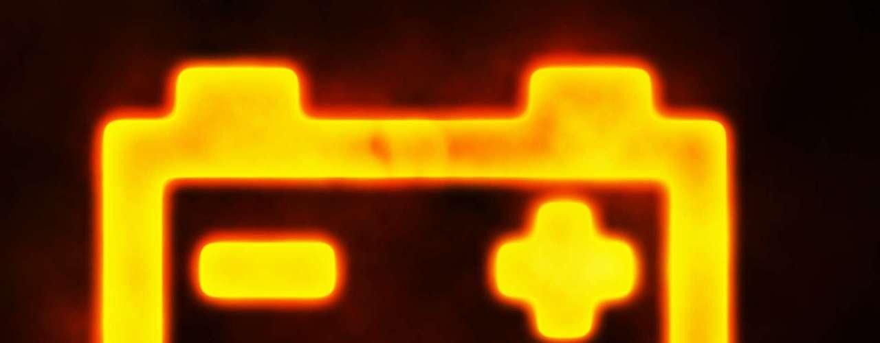 Bateria - A luz vermelha deve desligar alguns segundos depois que o carro estiver em funcionando. Se permanecer ligada, é sinal de que a bateria não está sendo carregada pelo alternador. É preciso buscar uma empresa especializada