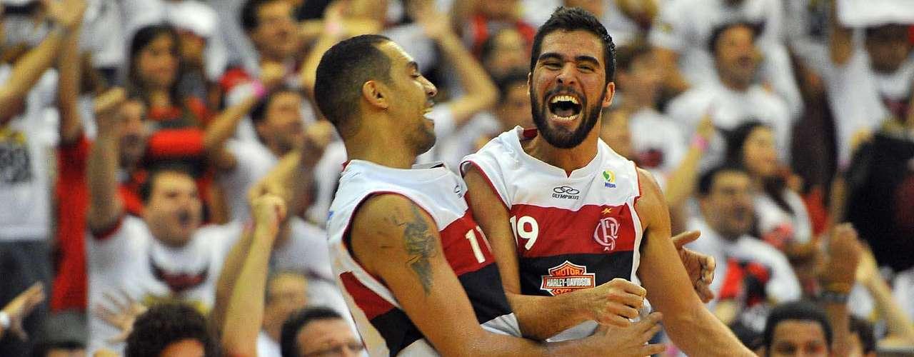 Gegê comemora ponto com Marquinhos