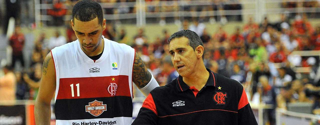 José Neto conversa com Marquinhos
