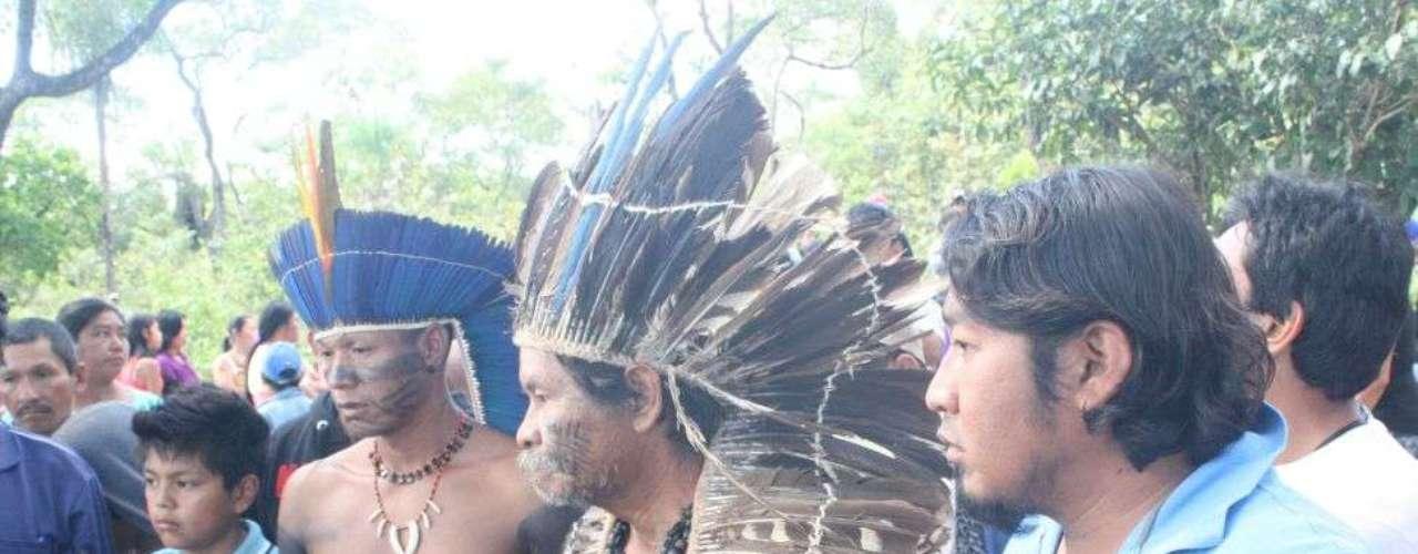 3 de junho - Lideranças indígenas prestam últimas homenagens a jovem terena morto em confronto com policiais