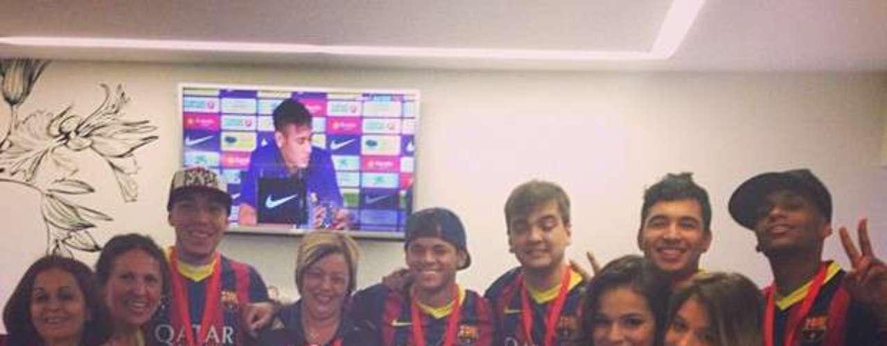 Bruna Marquezine foi para a Espanha acompanhar a apresentação do namorado, Neymar, no Barcelona