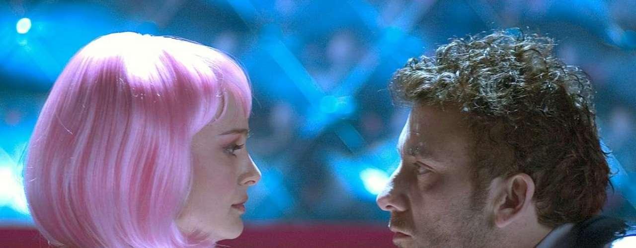 Closer  Perto Demais Oquarteto amoroso vivido por Julia Roberts, Clive Owen, Jude Law e Natalie Portman protagoniza diversas cenas picantes. Uma das mais sensuais é quando Alice (Natalie Portman) faz um lap dance para Larry (Clive Owen) em uma boate, usando lingerie e uma peruca rosa