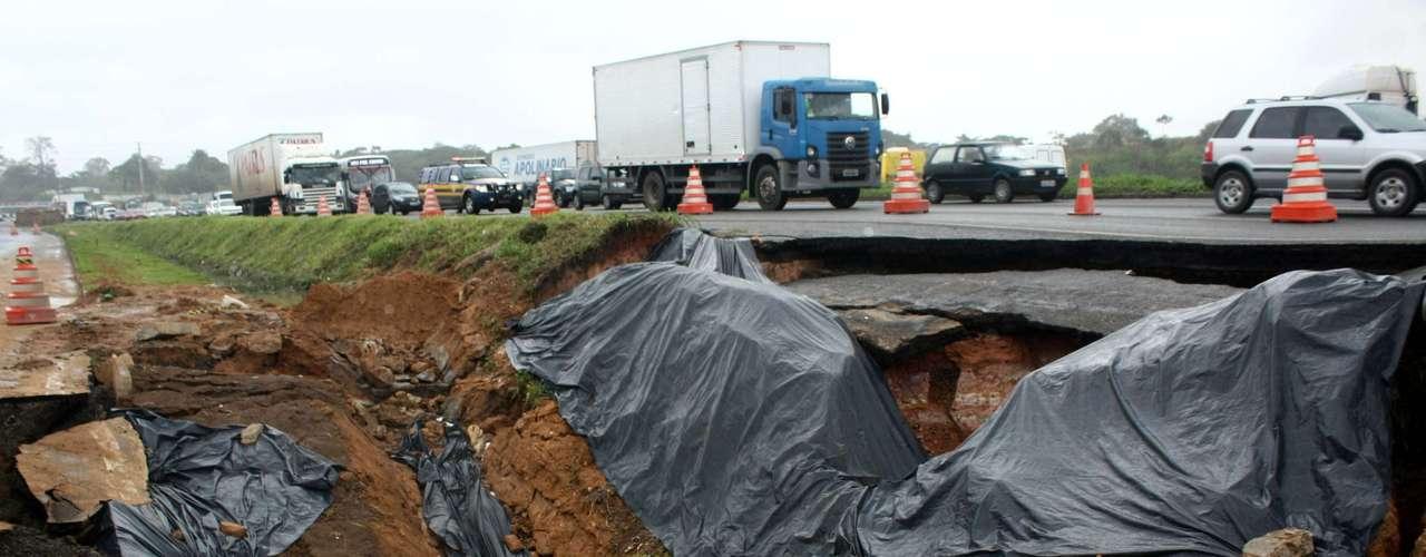A principal área afetada é a do bairro Pirajá, segundo informações da Polícia Rodoviária Federal (PRF)