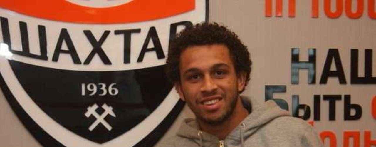 Wellington Nem(Fluminense) Depois de ir para o banco do Flu, o atacante Wellington Nem acertou sua ida ao Shakhtar Donetsk por9 milhões de euros (cerca de R$ 24 milhões)
