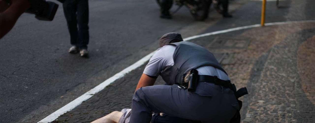 8 de junho Um dos manifestantes acabou detido por desacato e foi liberado em seguida na tarde de sábado
