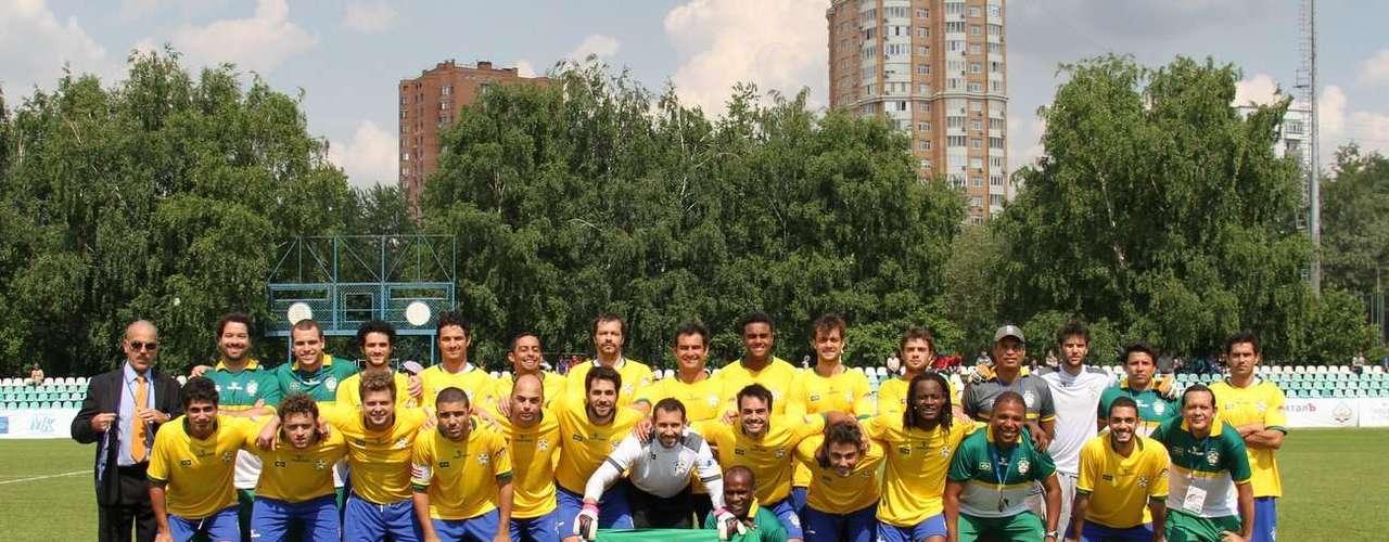 O Brasil venceu Israel por 3 a 0 e está na final da Copa do Mundo de Futebol de Artistas. O jogo, que aconteceu na tarde deste domingo (9), em Moscou, na Rússia