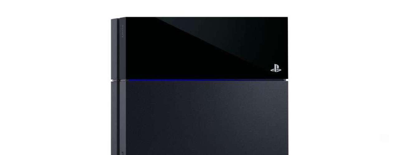 Preto e quadrado, o hardware lembra um pouco o PS2