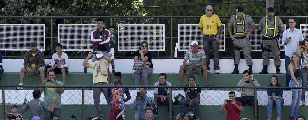 Após duas semanas de preparação, a Seleção Brasileira realizou, nesta quarta-feira,o primeiro treino aberto ao público em Goiânia.