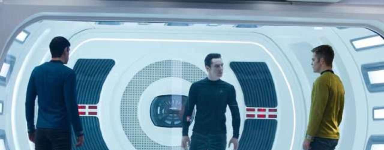 Chris Pine chega aos cinemas do Brasil nesta sexta-feira (14), com Além da Escuridão - Star Trek, mais uma vez como o personagem capitão Kirk.Na foto, Zachary Quinto, Benedict Cumberbatch eChris Pine