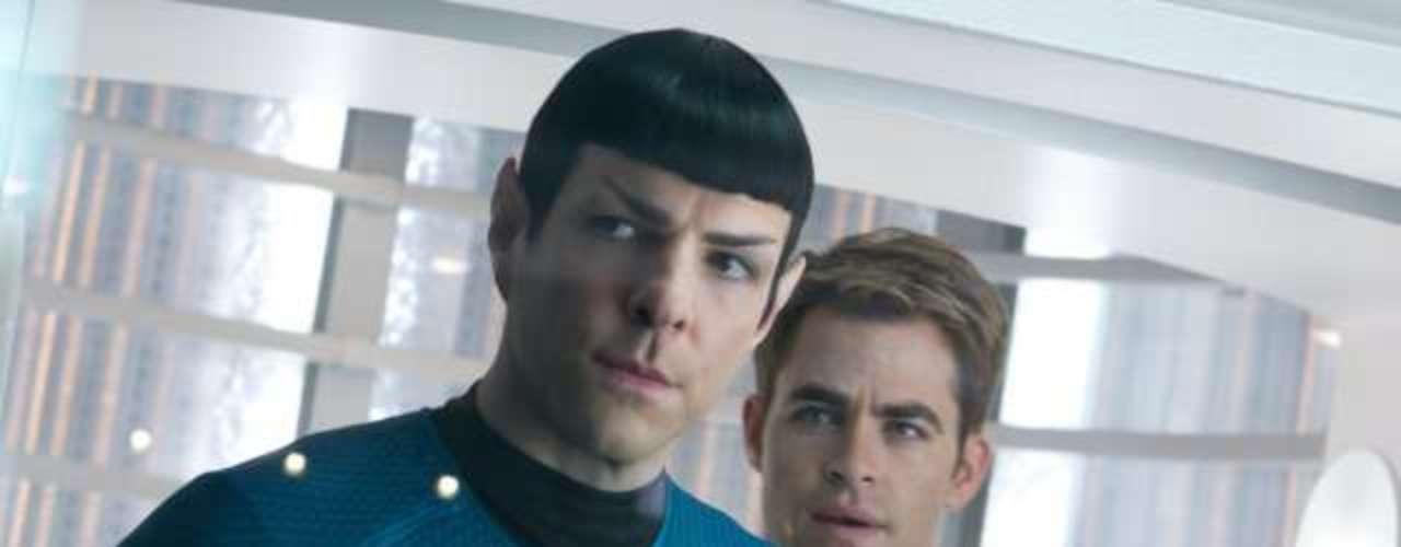 Chris Pine chega aos cinemas do Brasil nesta sexta-feira (14), com Além da Escuridão - Star Trek, mais uma vez como o personagem capitão Kirk.Na foto, Zachary Quinto eChris Pine