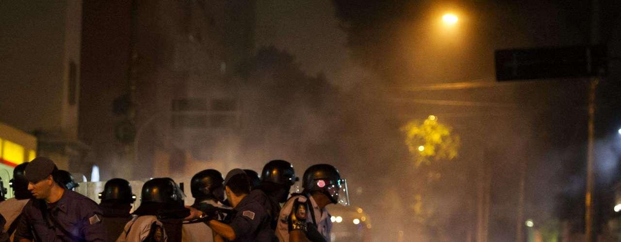 13 de junho -Principal local de confronto entre policiais e manifestantes foi o cruzamento das ruas Maria Antônia com Consolação