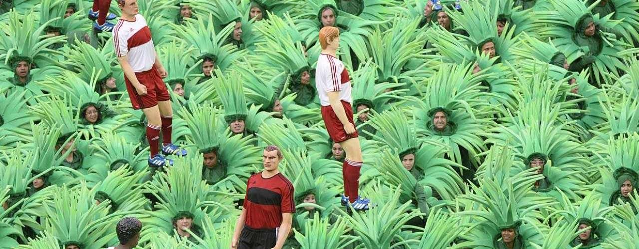 A festa aconteceu antes do jogo de estreia do campeonato; Brasil entra em campo às 16h