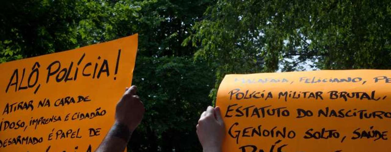 16 de junho -Eles também criticavam a repressão policial aos protestos contra o aumento da passagem em São Paulo