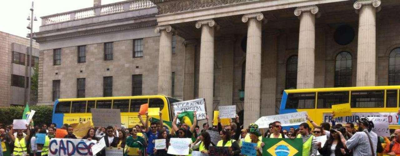 16 de junho -Brasileiros que moram em Dublin se reuniram em frente ao monumento Spire na tarde deste domingo