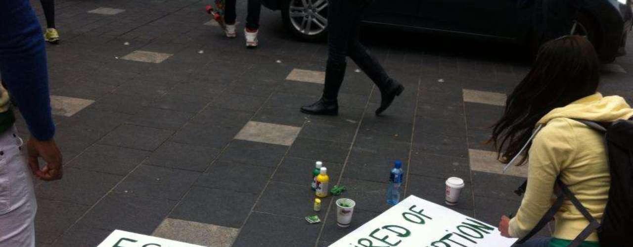 16 de junho -Cartazes foram feitos pelos manifestantes como forma de protesto