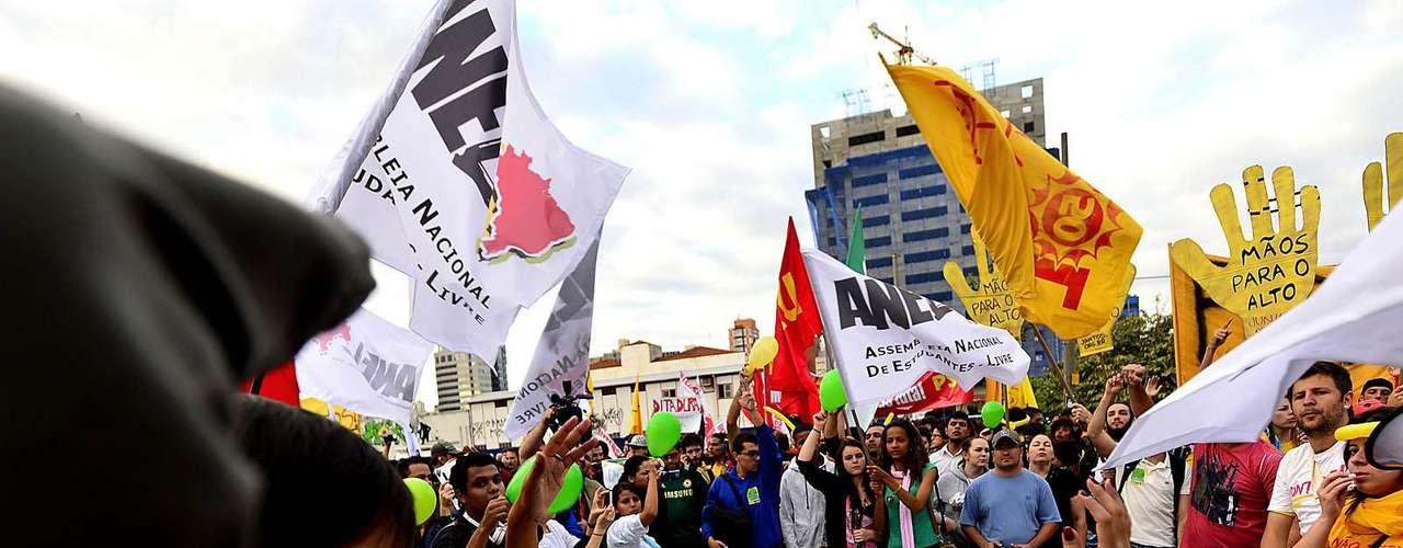 17 de junho O governador do Rio de Janeiro, Sérgio Cabral, foi criticado pelos manifestantes