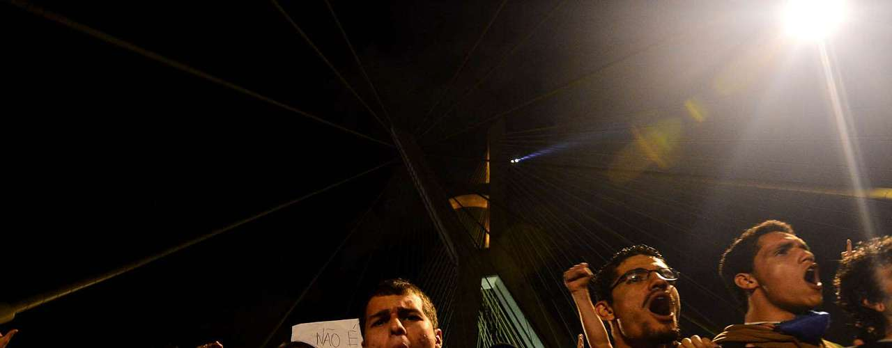 17 de junho Em São Paulo, protestos foram concentrados em duas frentes: na Ponte Estaiada e na avenida Paulista