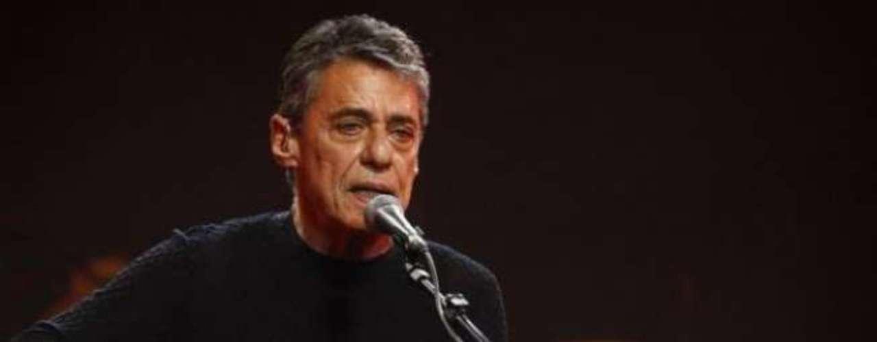 'Jorge Maravilha' - Chico Buarque:agora sob o pseudônimo de Julinho de Adelaide, criado para driblar a censura, Chico criou os versos \
