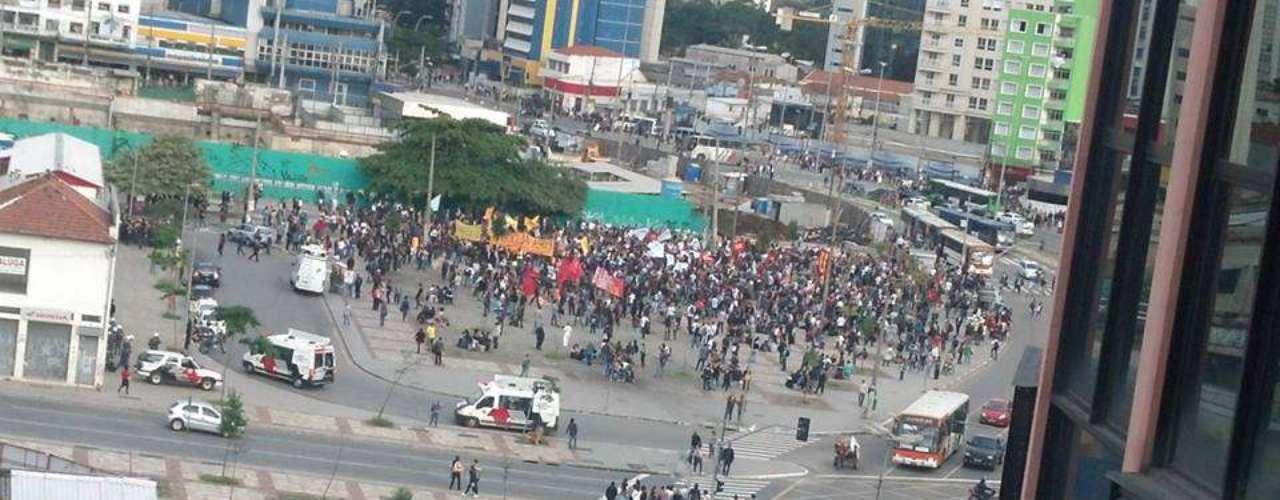 17 de junho - Manifestantes se concentram no Largo da Batata para protesto desta segunda-feira