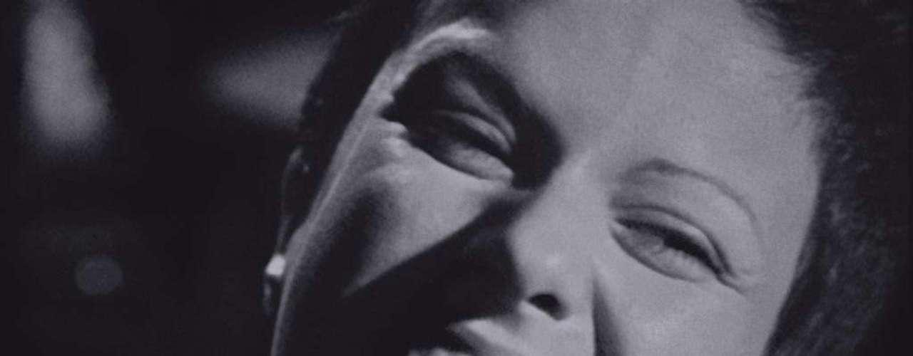 'O Bêbado e o Equilibrista' - composta por Aldir Blanc e João Bosco e gravada por Elis Regina:de 1979, representava o pedido da população pela anistia ampla, geral e irrestrita, um movimento consolidado no final da década de 1970. A letra fala sobre o choro de Marias e Clarisses, em alusão às esposas do operário Manuel Fiel Filho e do jornalista Vladimir Herzog, morto durante o período. Trecho: Que sonha com a volta / Do irmão do Henfil / Com tanta gente que partiu / Num rabo de foguete / Chora! A nossa Pátria Mãe gentil / Choram Marias e Clarisses / No solo do Brasil
